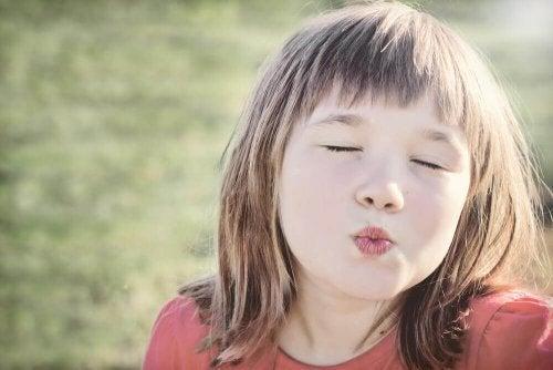 Pourquoi il ne faut pas forcer les enfants à faire des bisous ?