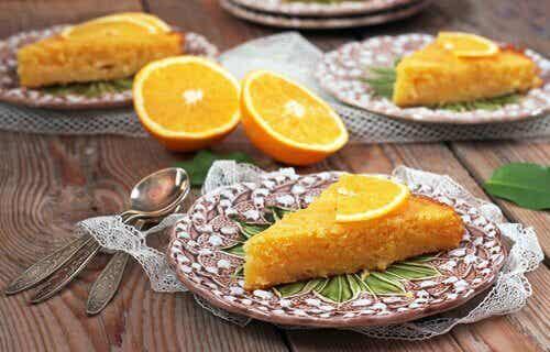 Gâteau à l'orange avec des ingrédients sains