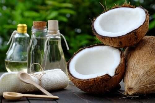 5 traitements à l'huile de noix de coco pour réduire les vergetures et les cicatrices