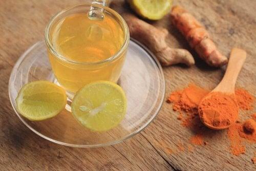 infusion de citron et de curcuma pour purifier le système lymphatique