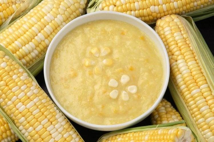 Une soupe au maïs pour les dîners en famille