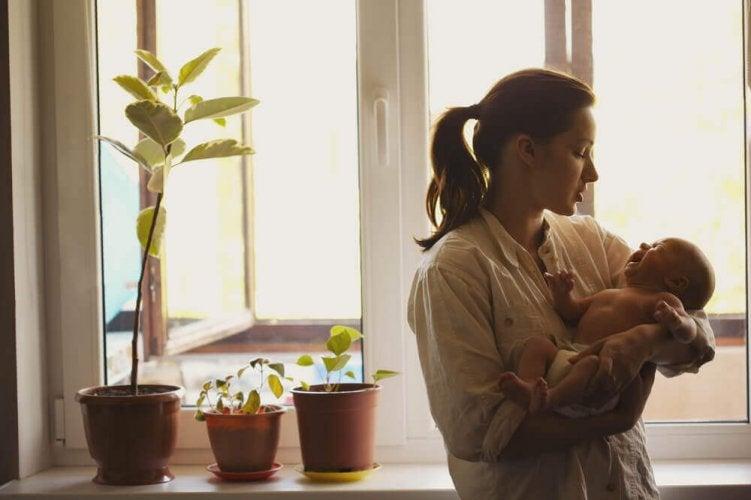 prendre soin d'un bébé qui pleure