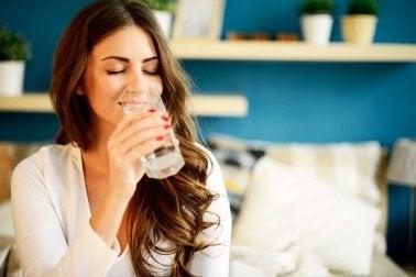 méthodes pour se sentir mieux : boire de l'eau.