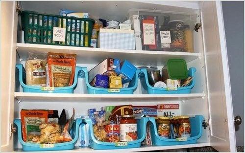 organisez votre garde-manger avec des rangements
