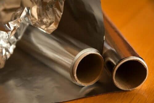 7 choses inconnues que vous pouvez faire avec du papier d'aluminium