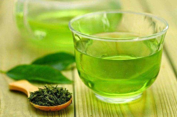 4combinaisons d'aliments pour perdre du poids : thé vert menthe et citron