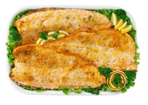 Préparez du poisson gratiné à la maison sans cuisson au four