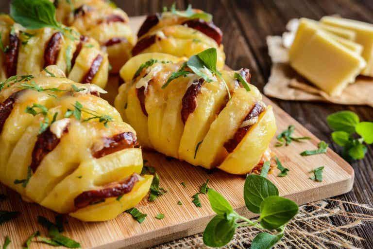 Goûtez ces délicieuses pommes de terre farcies au chorizo et au fromage