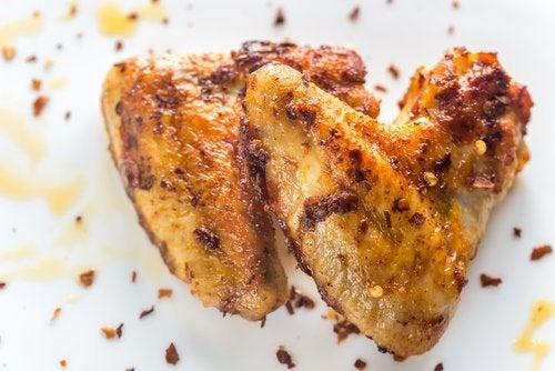 Délicieux poulet cuit au four avec du citron et des légumes
