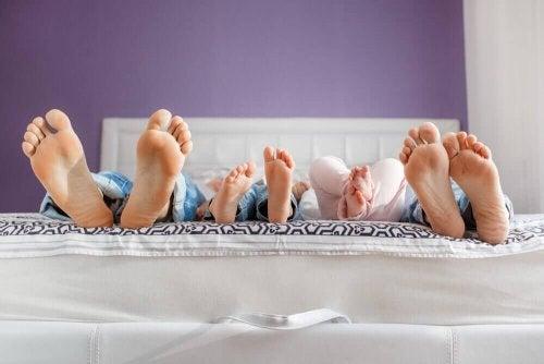 Pourquoi faut-il laisser les enfants dormir avec leurs parents ?
