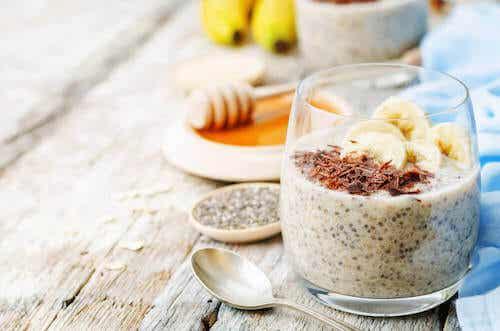 Pudding sans lactose au chia et à la banane pour stimuler votre digestion