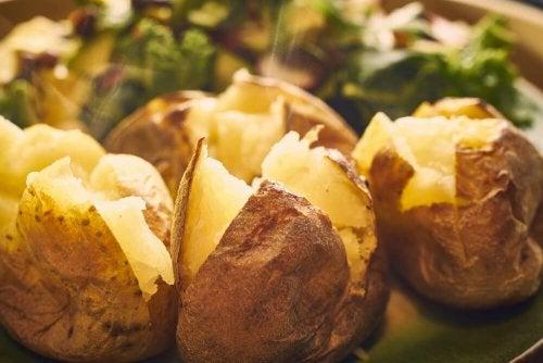 Délices au four : 5 recettes de pommes de terre rôties