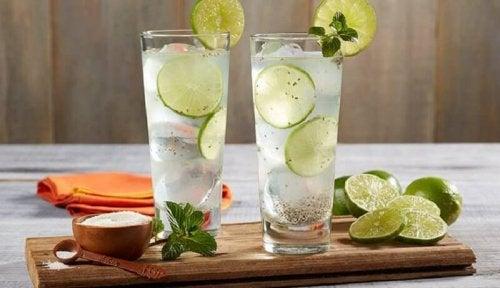 désenflammer les amygdales avec de l'eau citronnée