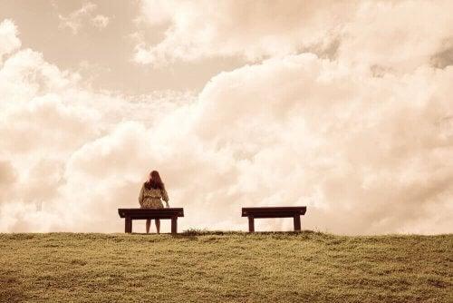 4 raisons à cause desquelles nous nous sentons seuls et comment y remédier