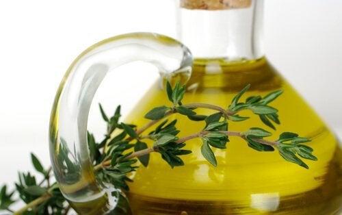 5 huiles essentielles pour éliminer l'onychomycose