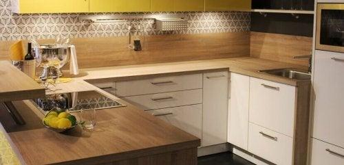Des planches en bois pour décorer sa cuisine.