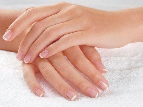 usages alternatifs du dentifrice : éliminer les mauvaises odeurs sur les mains