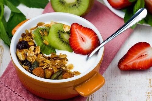 Un yaourt avec des protéines pour le petit-déjeuner.