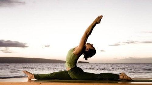 La pratique du yoga pour perdre du poids et brûler des calories.