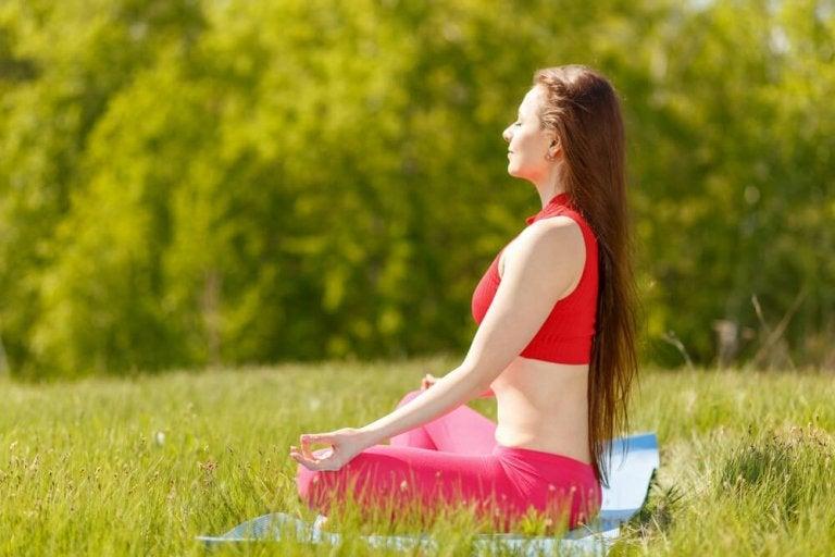 7 postures de yoga pour trouver le bonheur