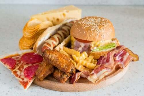 Aliments avec des graisses malsaines.