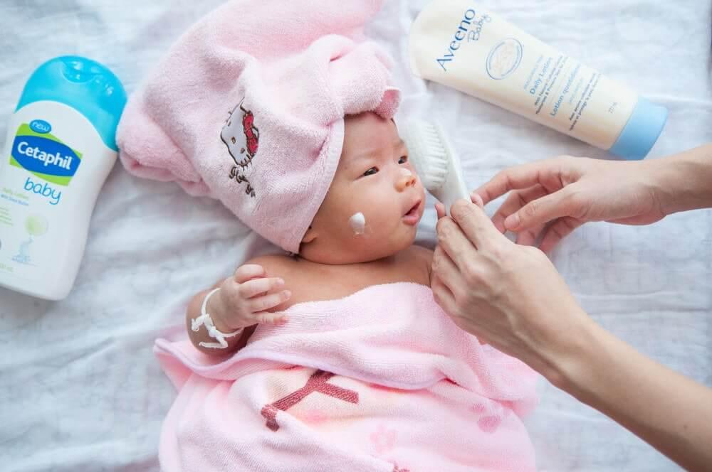Les soins à apporter au bébé pendant ses premiers mois