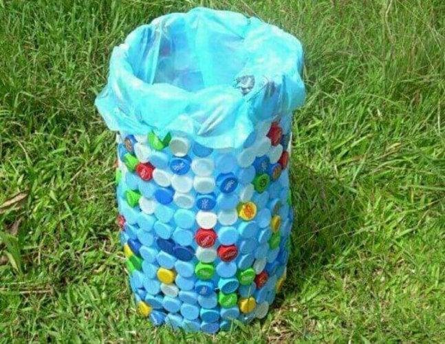 Poubelles à base de couvercles de bouteilles