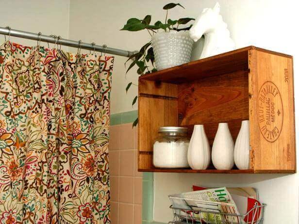 Une étagère faite avec du recyclage pour votre salle de bain.