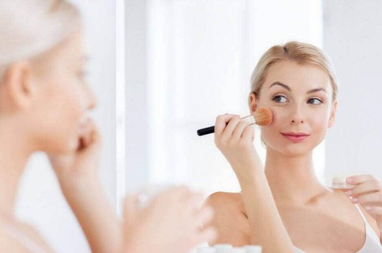 Comment préparer de la poudre pour le visage à la maison ?