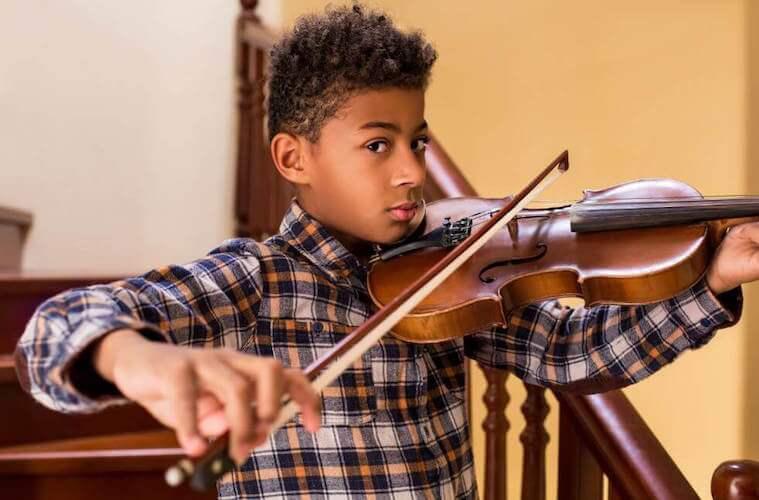 Jouer d'un instrument de musique apprend la persévérance
