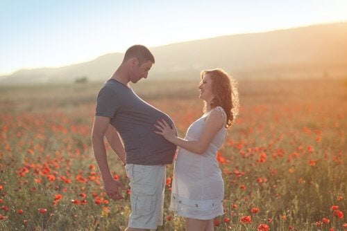 Les pères peuvent présenter le syndrome de la couvade.
