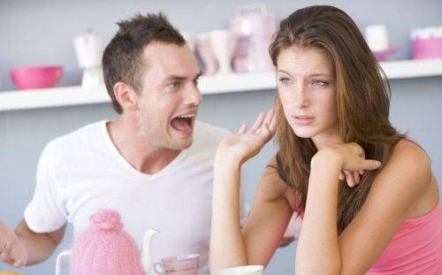 6 agressions verbales de votre partenaire que vous ne devez pas tolérer