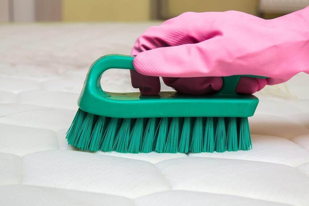 3 astuces pour liminer les mauvaises odeurs qui se d gagent d 39 un matelas am liore ta sant. Black Bedroom Furniture Sets. Home Design Ideas