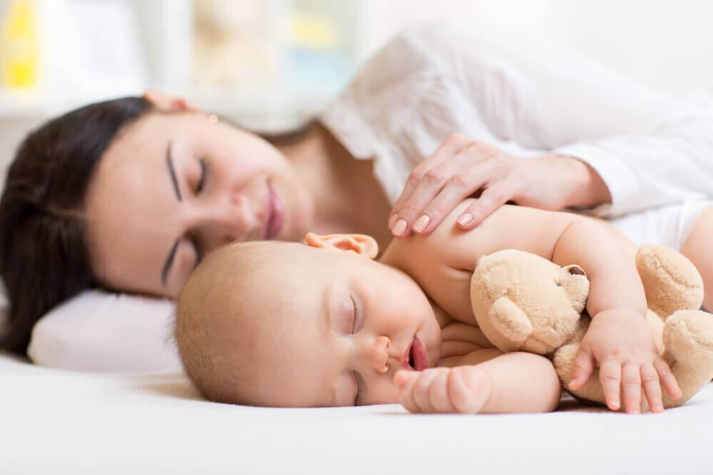 dormir près du bébé est une option