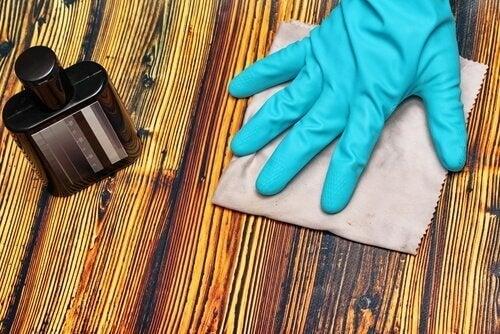 Découvrez 5 astuces pour dissimuler les rayures sur le bois