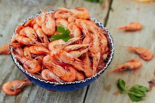 Recette sans gluten de macaroni aux crevettes et au pesto