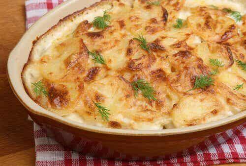 Préparez un délicieux gratin de pommes de terre au fromage et surprenez votre famille