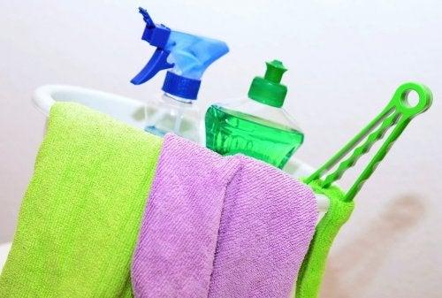 En cas de cohabitation avec une personne infectée au coronavirus, bien faire le ménage