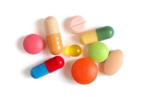 couleur de l'urine et influence des médicaments