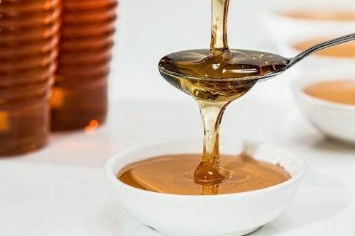 Le miel soulage les brûlures aux mains