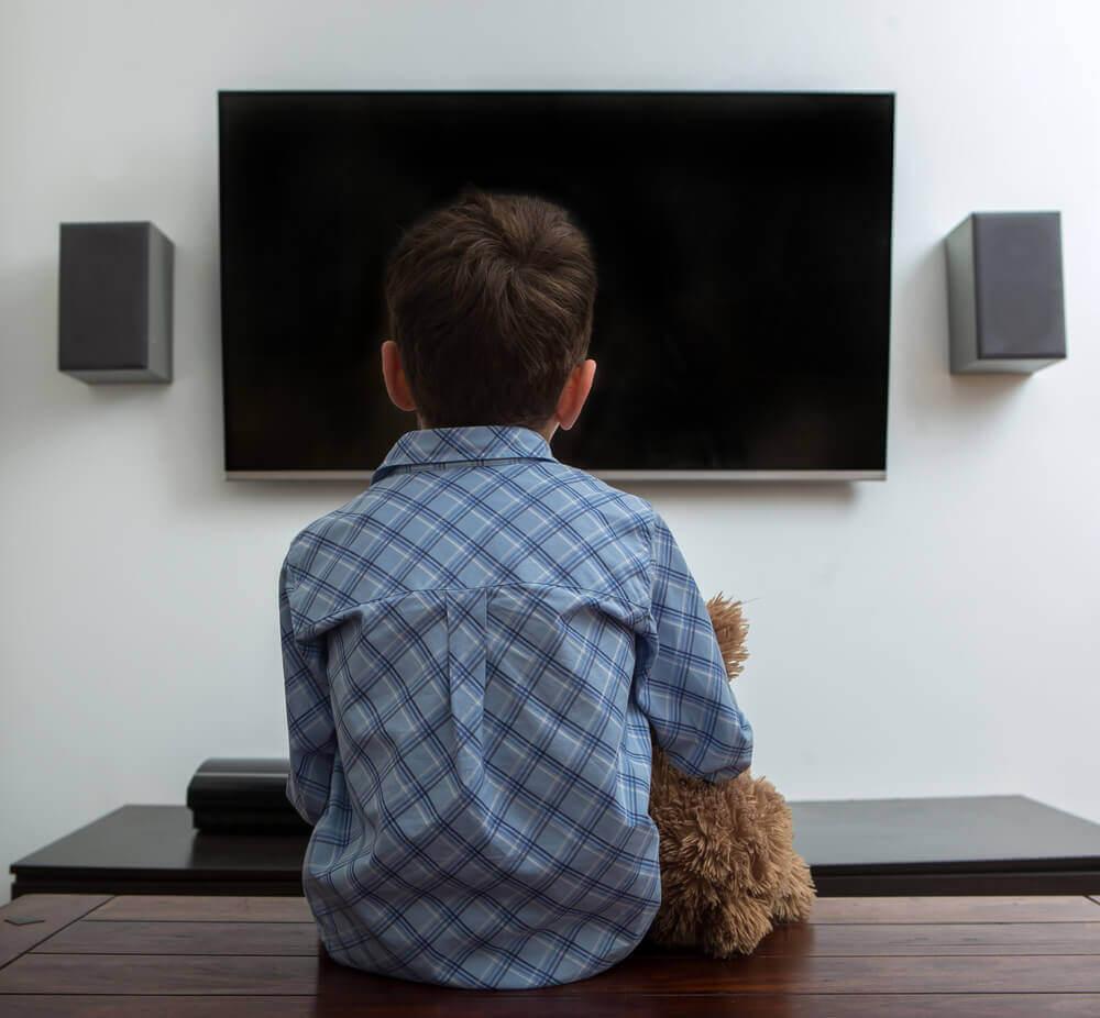 enfant écran électronique