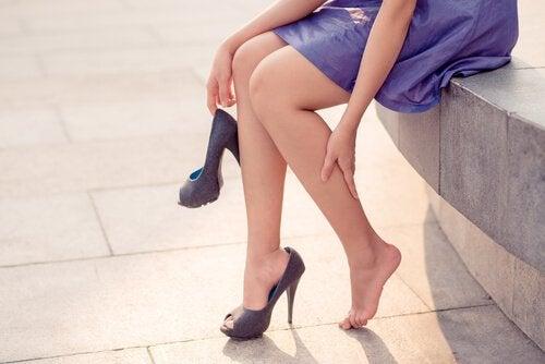 Jambes enflées : 8 astuces pour vous soulager plus vite