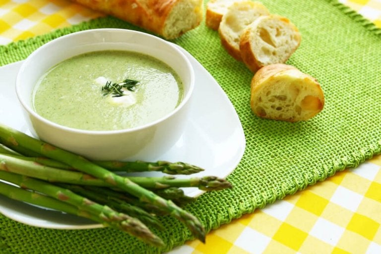 Crème d'asperges : 2 recettes que vous aimerez découvrir