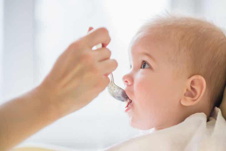 8 aliments que vous ne devriez jamais donner à un bébé