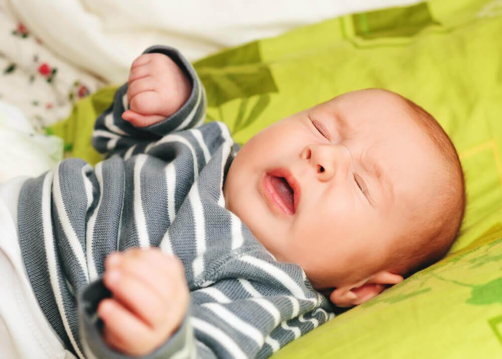 les avantages de dormir avec son bébé