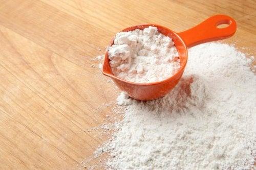 Le bicarbonate de sodium enlève les taches de sueur