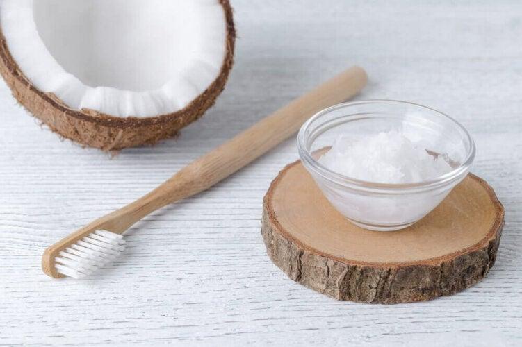 Traitement à l'huile de coco pour prévenir les infections dentaires