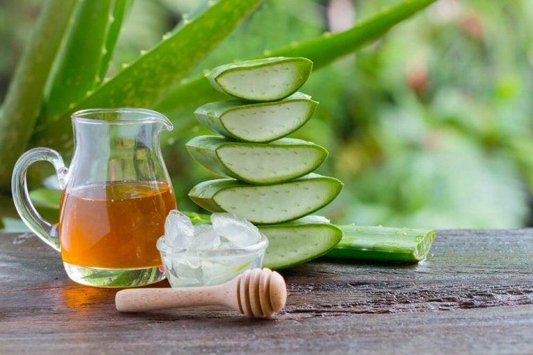 Remède à l'aloe vera et au miel pour traiter les problèmes d'estomac