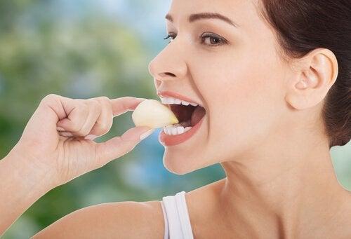 les meilleurs remèdes naturels pour lutter contre la mauvaise haleine