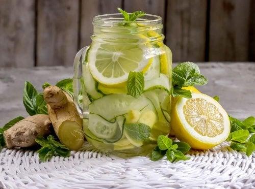 Limonade détox à base de gingembre et de pommes